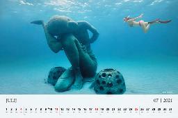 Julija se na koledarju potopimo v Bahame.