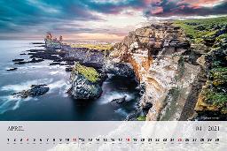 Mesec april je na koledarju 2021 okrašen z dramatično Islandijo.